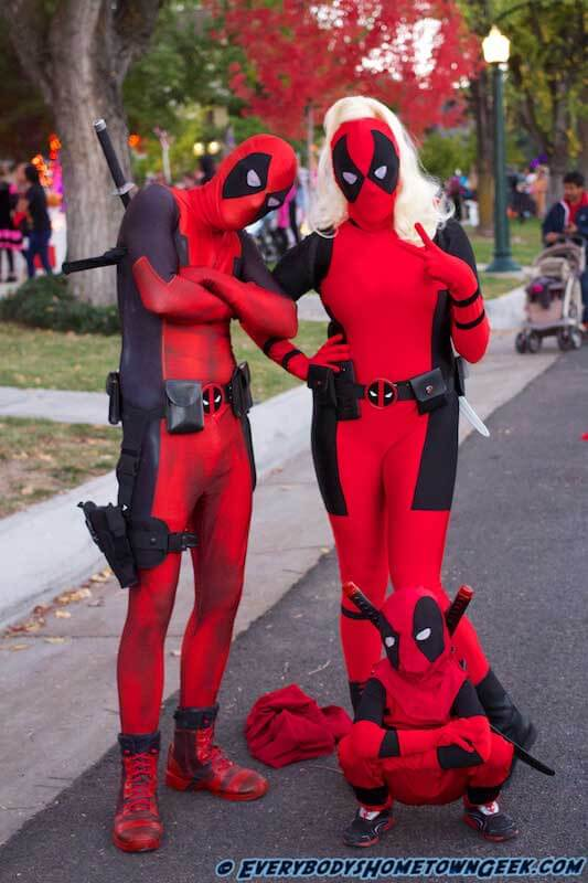 A whole family of Deadpools!